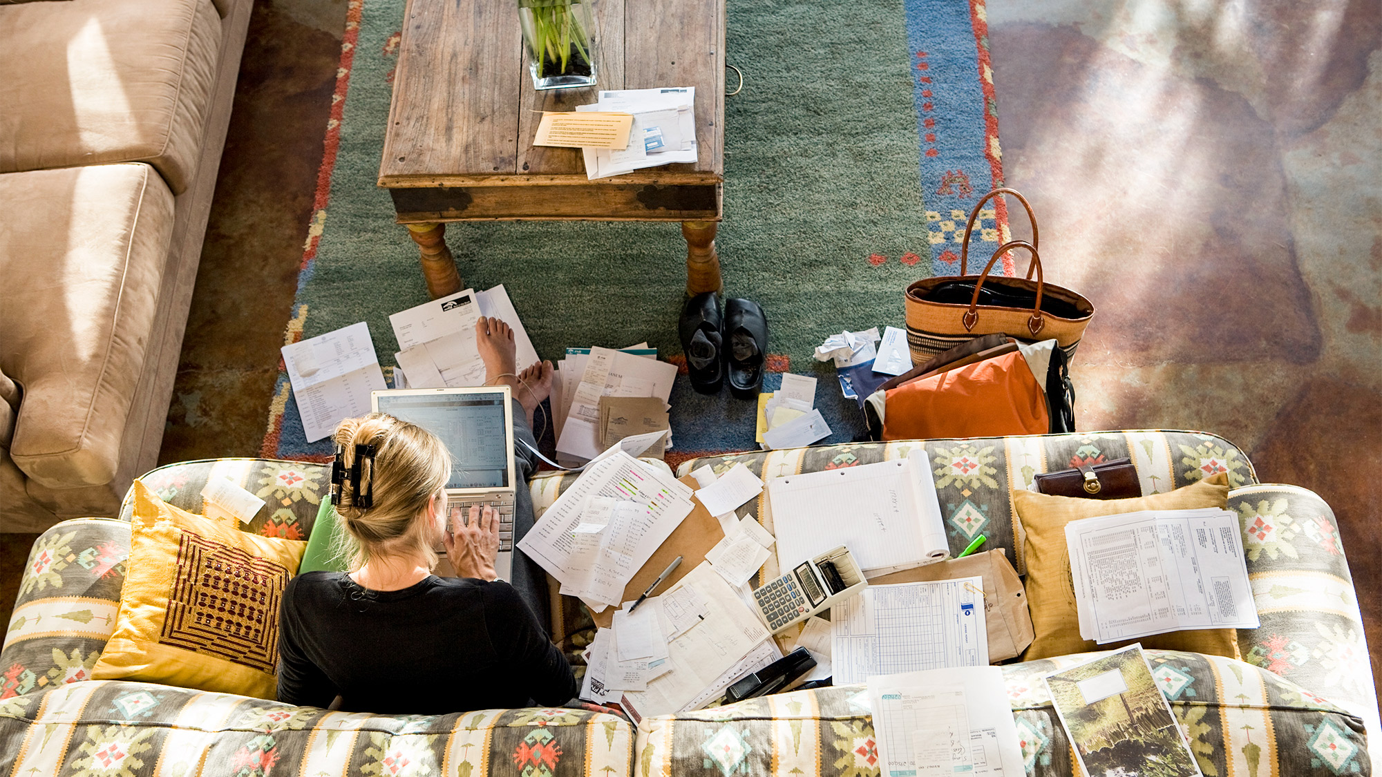 How To Declutter Your Living Room So It Isn T A Mortifying Mess Amy Pecoraro