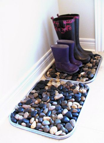Bring a little of the outdoors into your entryway.